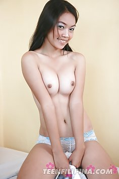 Sweet filipina lbfm squeezes her tiny tits together