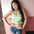 Curvy filipina girl shows off her smooth shaved pussy - image 2