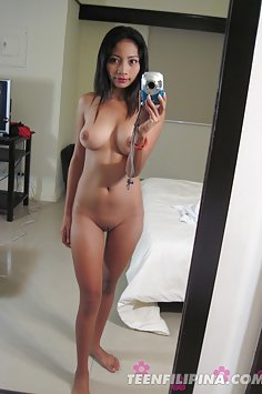 Hot bodied FIlipina student does homemade nude pics